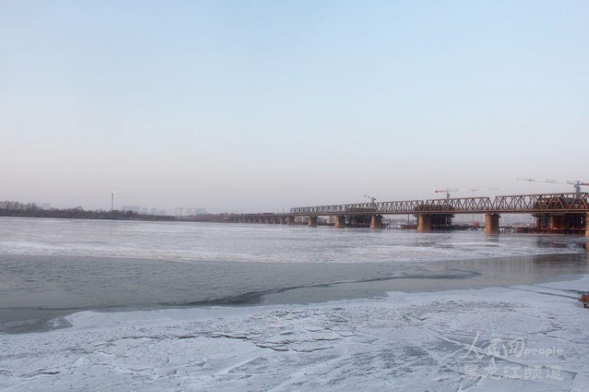 松花江哈尔滨段江面结冰 19日起全部封航【7】