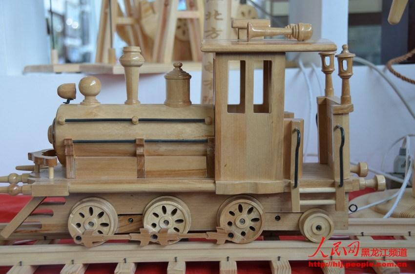 美绝伦木制工艺品; 哈洽会上展出的精美绝伦木制工艺