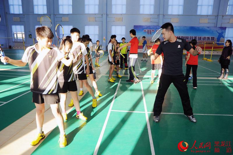黑河市儿童福利院羽毛球训练营开营 志愿者们