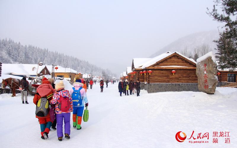 """图说龙江:冰雪生态旅游型新农村树起""""雪乡""""新名片"""