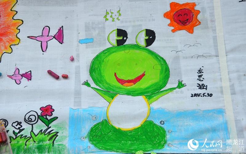 黑龙江省少年儿童百米长卷现场绘画作品.焦洋 摄