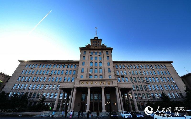 哈尔滨工业大学主楼.围城 摄