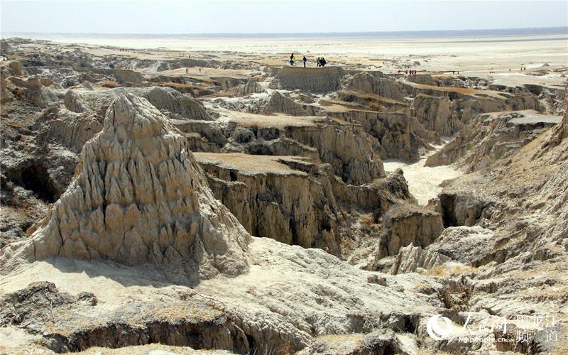 图说中国:神奇的地貌 罕见的泥林风光