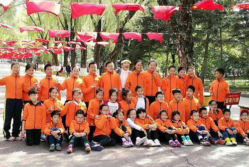 哈尔滨市铁岭小学第二十九届艺术节开幕小学生矫正器坐姿图片