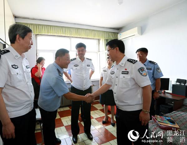 公安部文艺小分队赴黑龙江省密山市用真情温暖困难民警