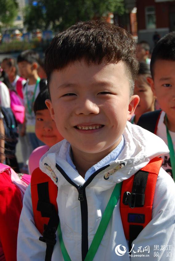 哈尔滨 开学第一天 笑脸处处现