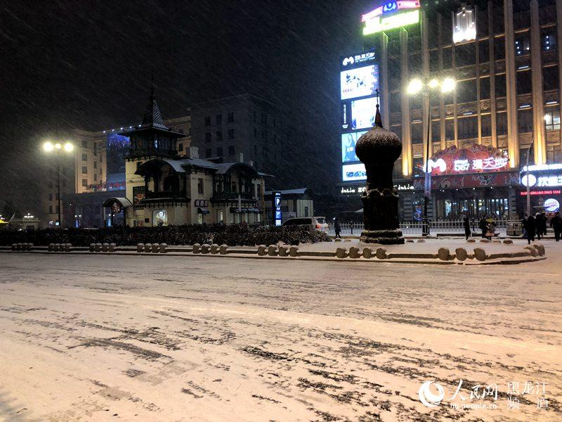 据黑龙江省气象局网站17时全省天气预报: 9日夜间到10日白天:齐