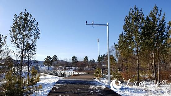 在北极村景区综合指挥中心大厅电子屏幕上,126个高清摄像头将北极