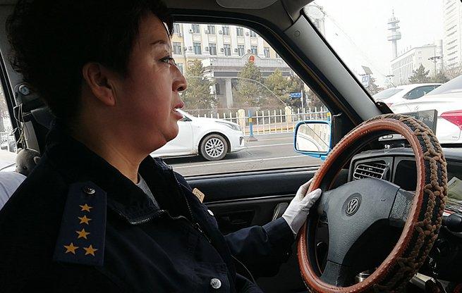 """哈尔滨五星""""的姐""""张艳丽:志愿服务从身边小事做起"""