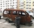 冰城一小区僵尸车停放3年        根据市民反映的情况,河山街155号楼位于哈尔滨市水务局对面,属河柏小区,其后身...