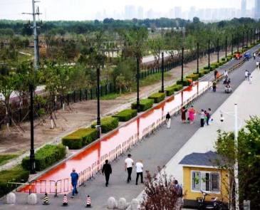 哈尔滨风景最美的塑胶跑道正在铺设中