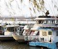 哈尔滨轮渡全线停航        今年夏航期间,市轮渡旅游公司水上安全运营213天,全年无事故。停航后,将转入...