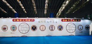首届东北亚文化艺术博览会在哈尔滨开幕        本届展会总面积约15000平方米,设置三大展区,文化产业综合展区、数字文化展区、艺术精品展区。