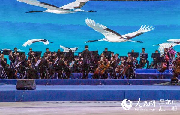 �R�R哈��在黑��江文化旅游推介��上展�L�癯浞滞平辁Q城旅游�Y源