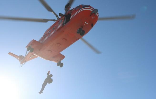 大庆开展地空协同冰上救援演练 提高急救协同作战水平