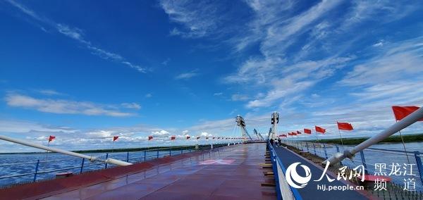 中俄合建首座跨境公路大桥合龙