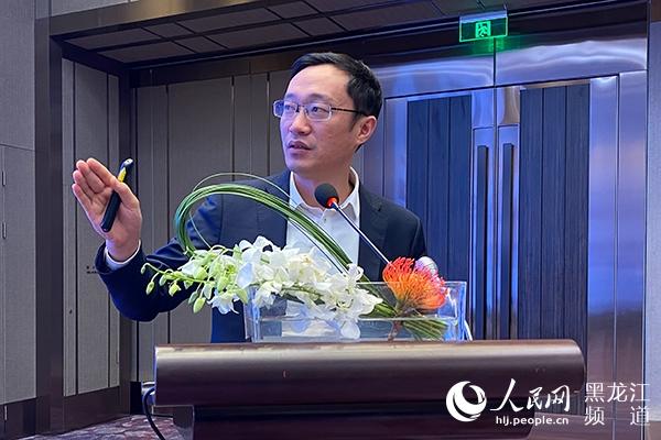 中科院上海微系统与信息技术研究所信息功能材料国家重点实验室副研究员、博士生导师,上海烯望材料科技有限公司总经理丁古巧作题