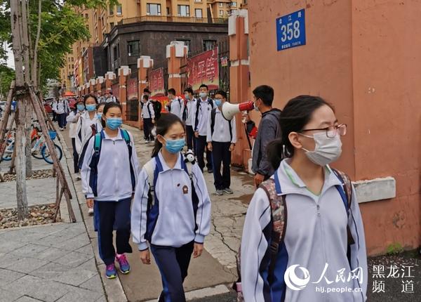 错峰入校小班教学 哈尔滨市初中七年级学生返校上课