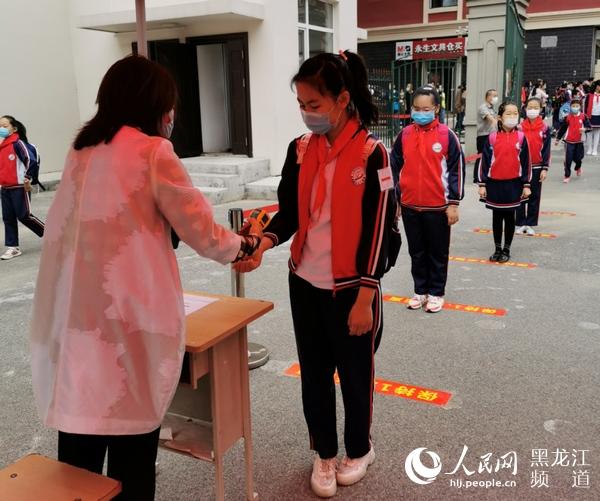 小班化上课错峰上下学哈尔滨市初中六年级、小学毕业年级学生返校上课