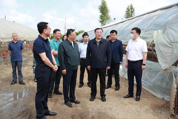 黑龙江省检察院检察长高继明实地调研扶贫攻坚完成情况